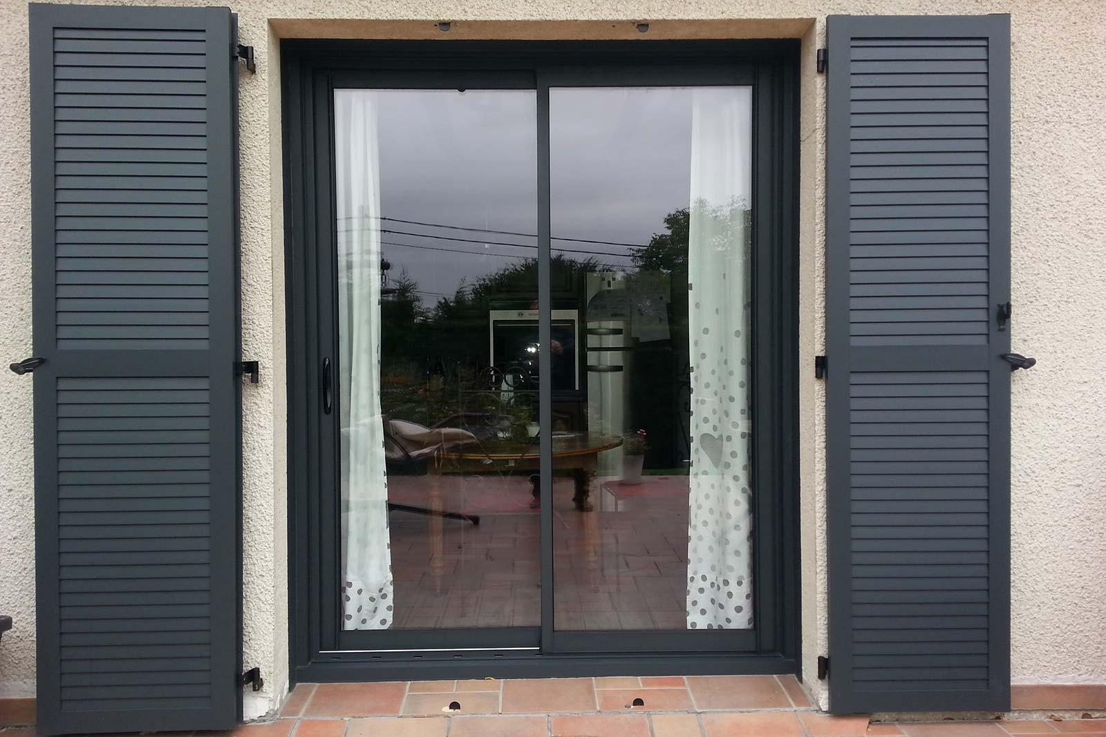 Mousse Sur Portail Pvc plasticharme - fabrication et pose de portes d'entrée et